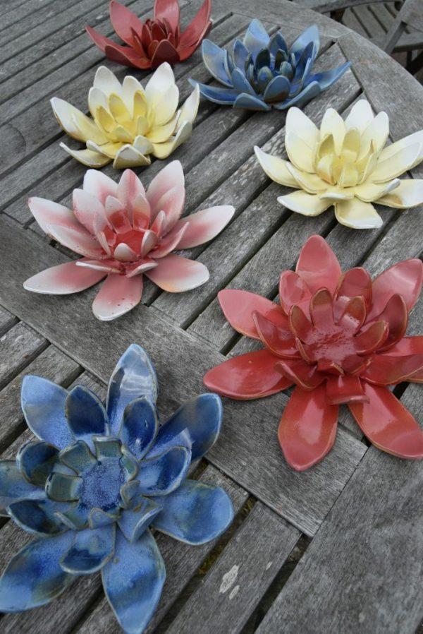 Nøkkeroser/lotus blomster i keramik