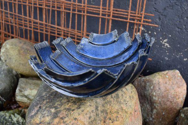 Unika keramik skål i dybhav blå